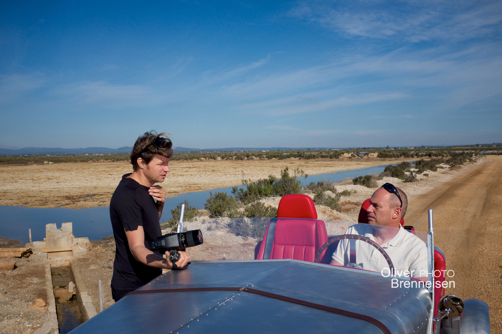 Photographer Oliver Brenneisen and inventor Charly Bosch with an LORYC Electric prototype