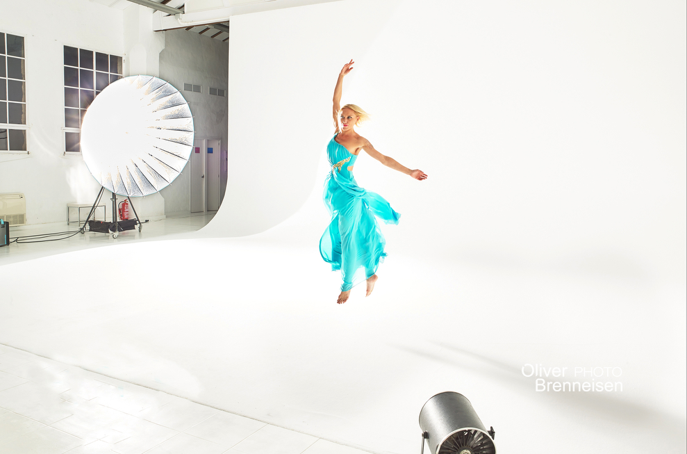 Dancer in studio Copyright: Oliver Brenneisen